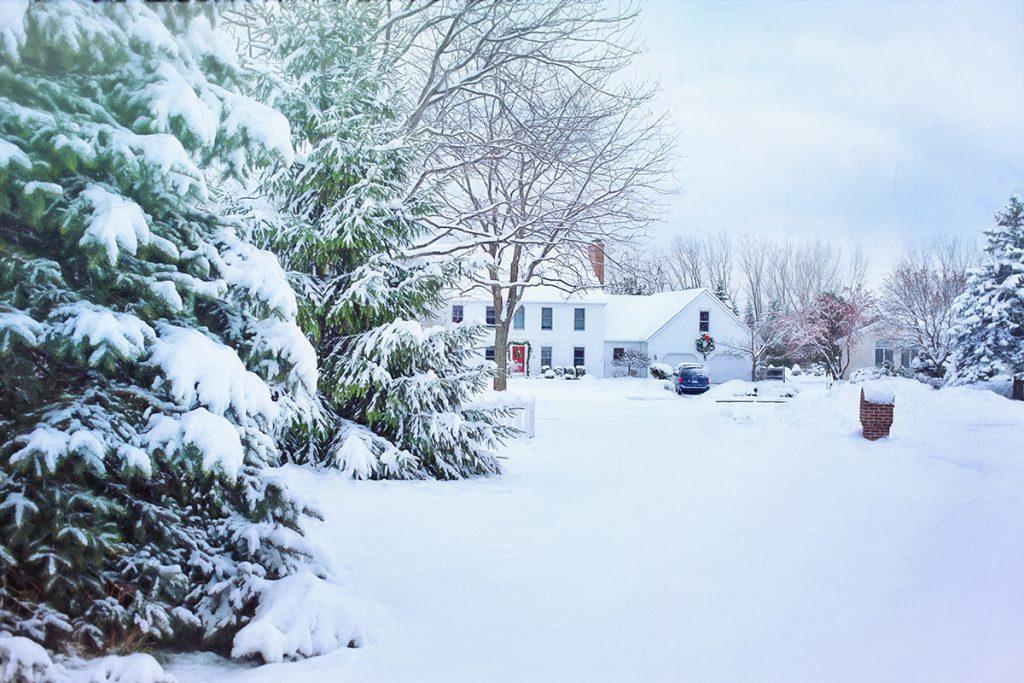 Deep-snowy-winter-house-scene